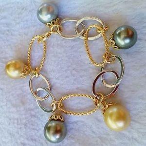 Jewelry - South Sea pearl bracelet